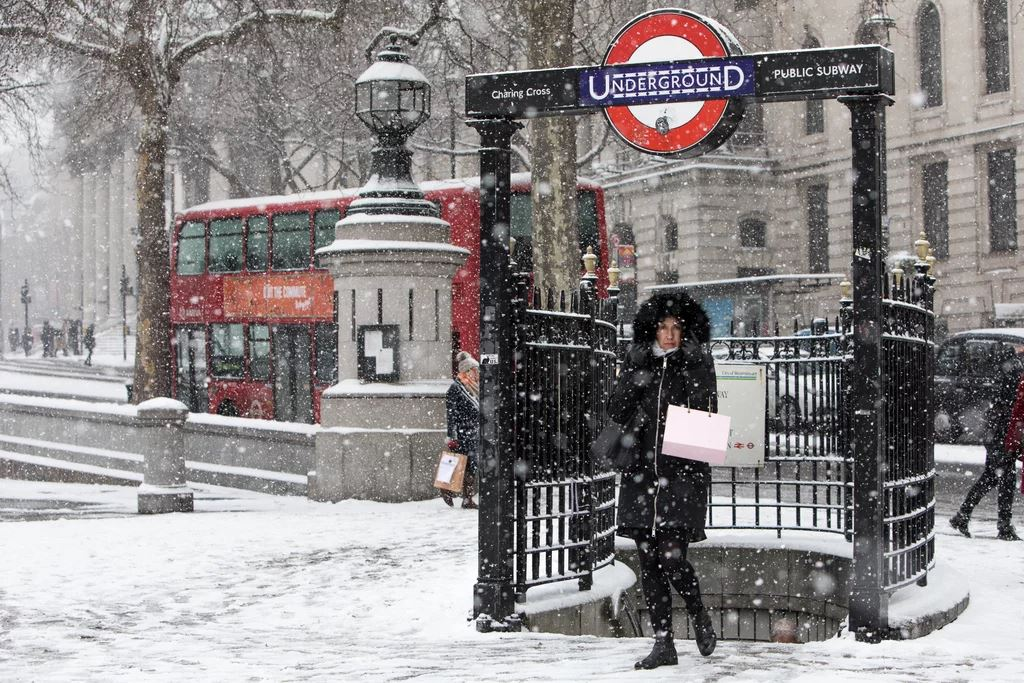 LONDON UNDERGROUND IN THE SNOW