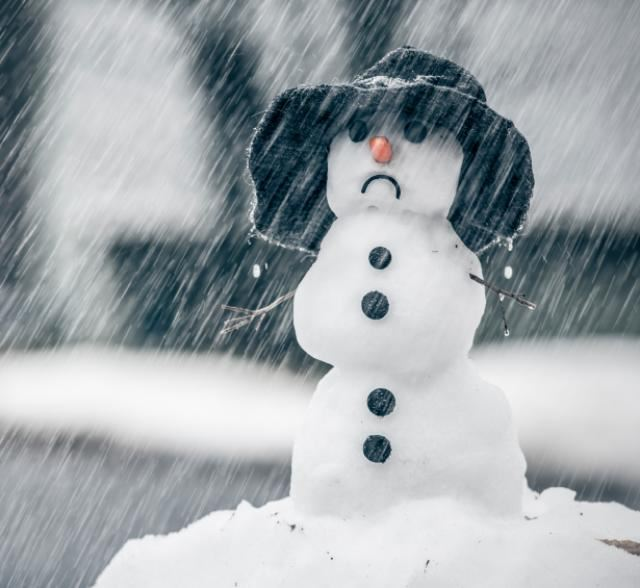 LONDON UK SNOWMAN.......LOOKING COLD!