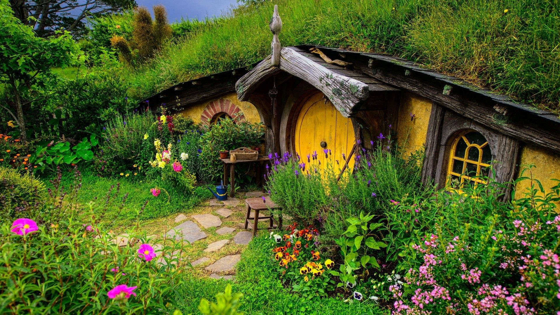 A Hobbit House in New Zealand