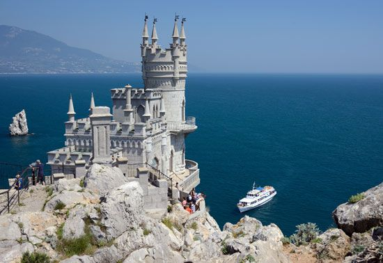 Palace House Built on a Cliff Top Overlooking the Sea in Україна